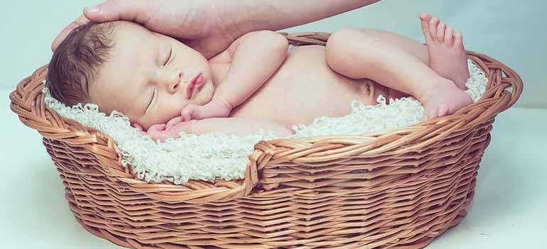 Best Bassinet For Breastfeeding & Preemies To Buy In 2020